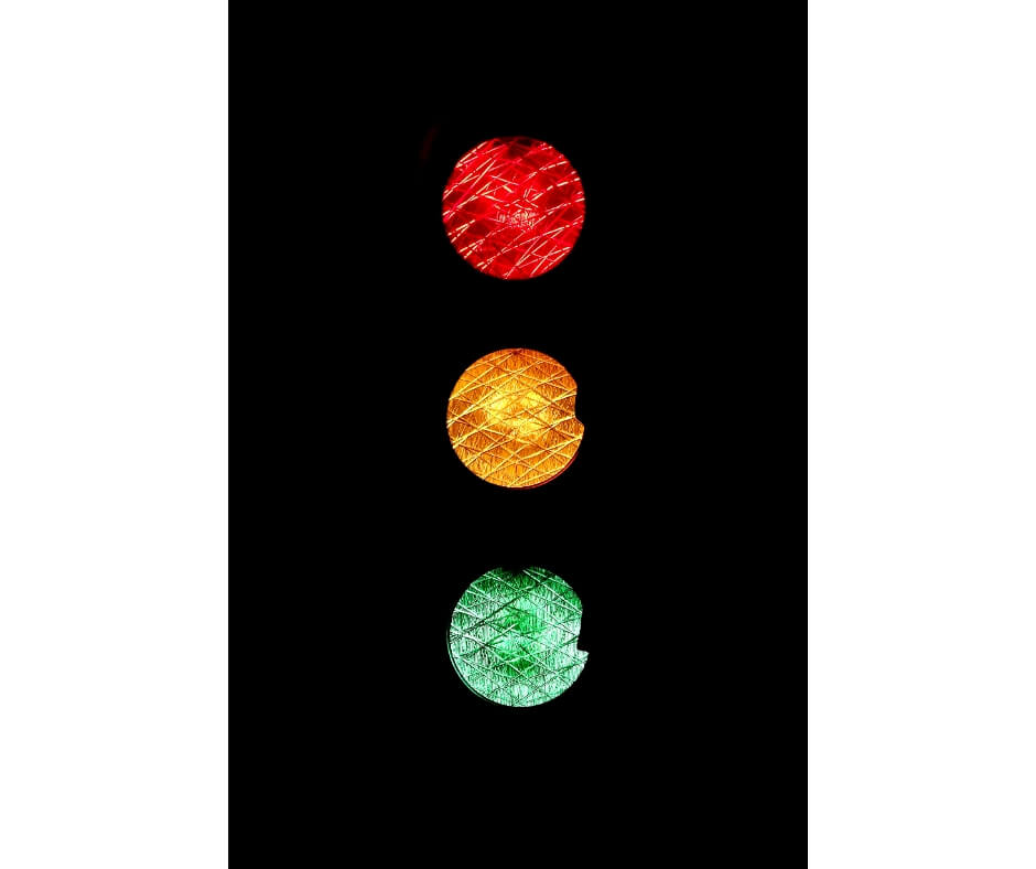 stop light showing eating in moderation